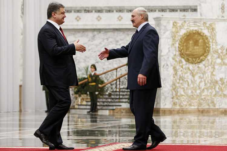 Ukraine's President Petro Poroshenko meets with his Belarussian counterpart Alexander Lukashenko in Minsk